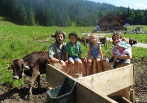 Familienbild vor der Alpe